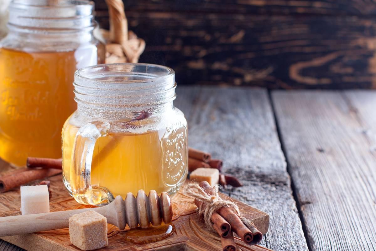 Можно ли класть мед в горячий чай: аргументы за и против