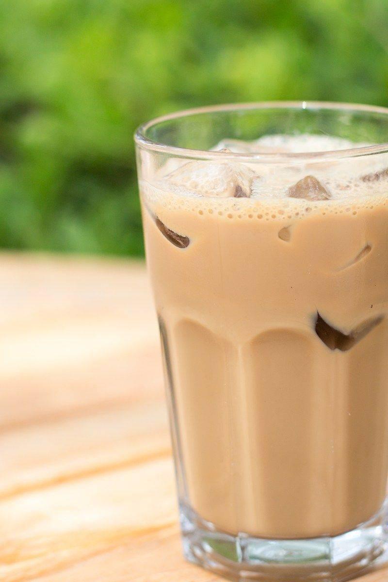 Освежающий холодный кофе: видео рецепт