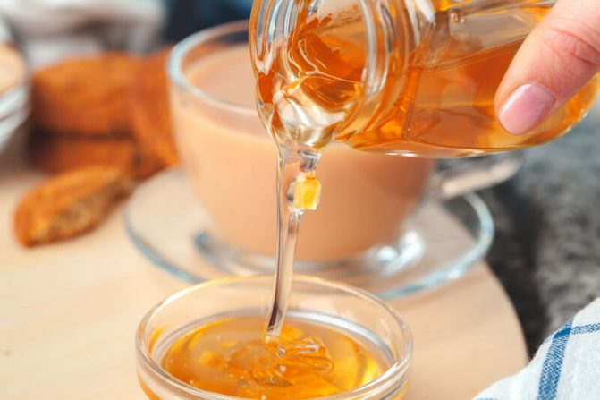 Можно ли добавлять мед в горячий чай вместо сахара?