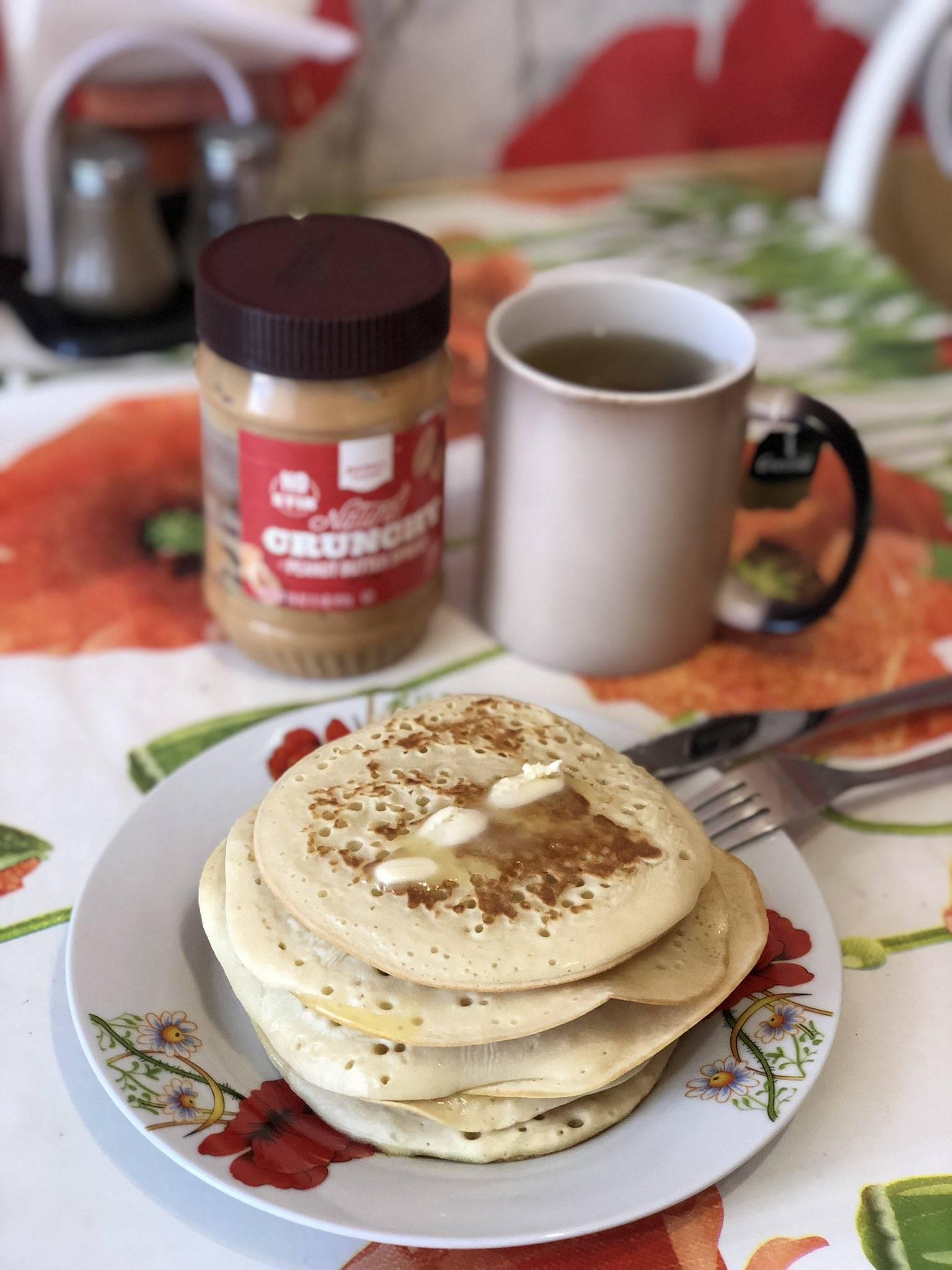 Сникерс-кофе – с арахисовой пастой и молоком