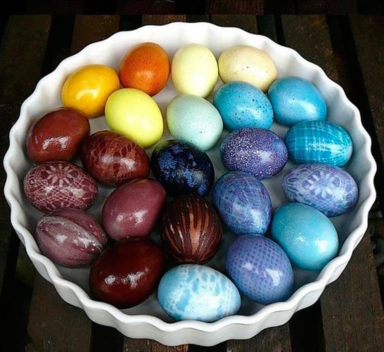 Как покрасить яйца пищевыми красителями: 5 способов и ценные советы для начинающих