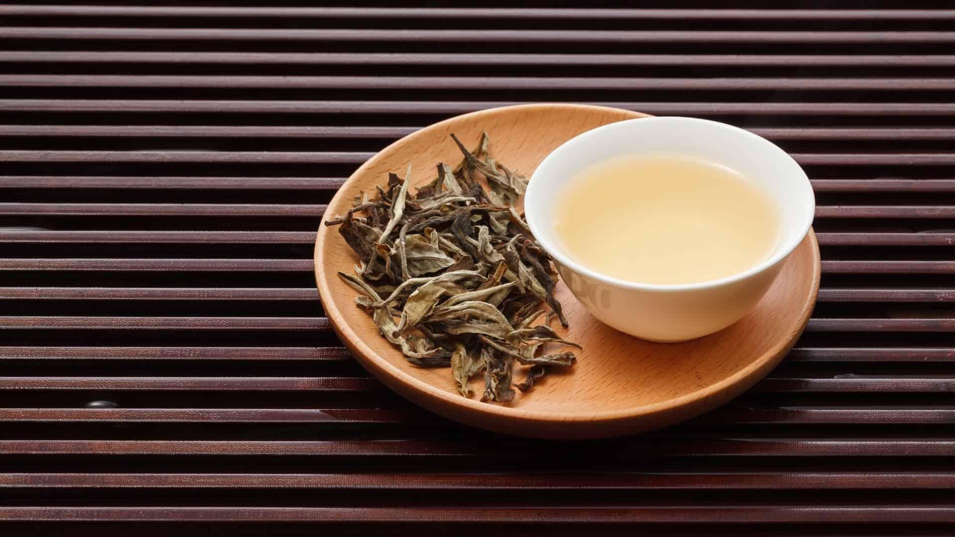 Польза и вред белого китайского чая для организма: полезные свойства и противопоказания, способ заваривания