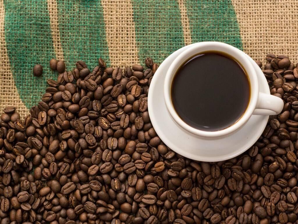 Как кофе помогает от головной боли и почему так происходит?