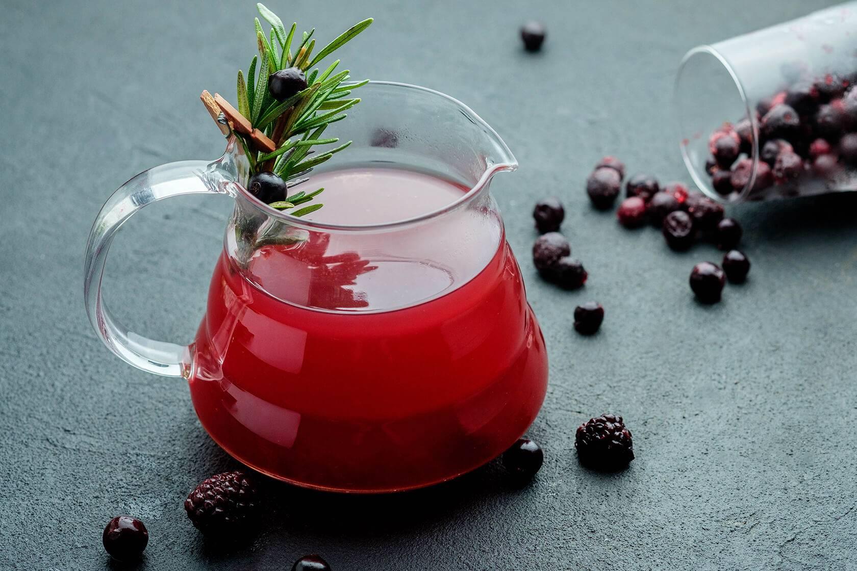 Чай с ягодами брусники – от чего помогают и как приготовить
