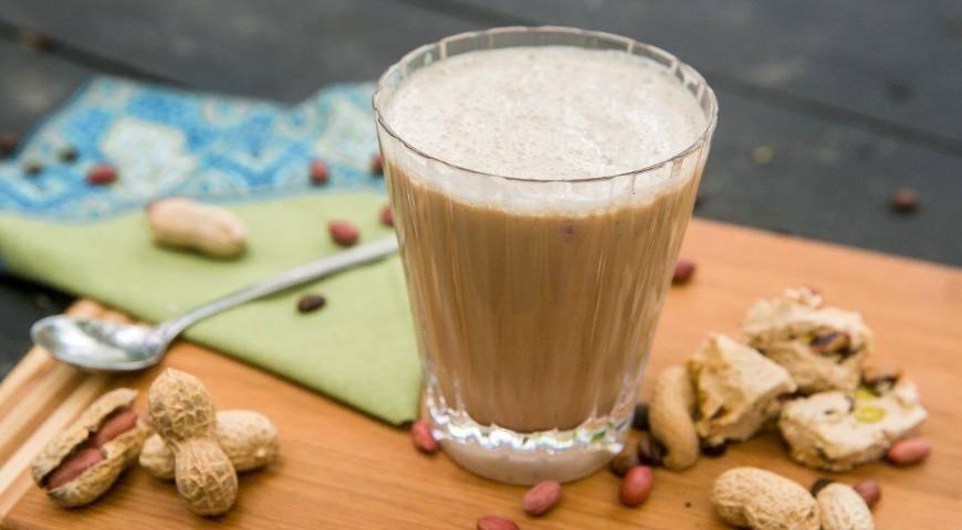 Кофе с арахисовой пастой - как называется, польза и вред, рецепты, калорийность