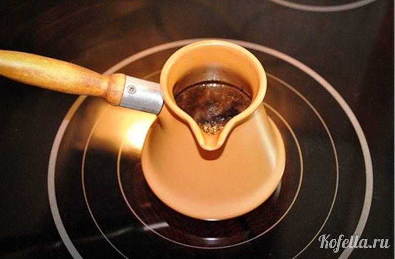 Как заваривать кофе в кофейнике и какие виды бывают