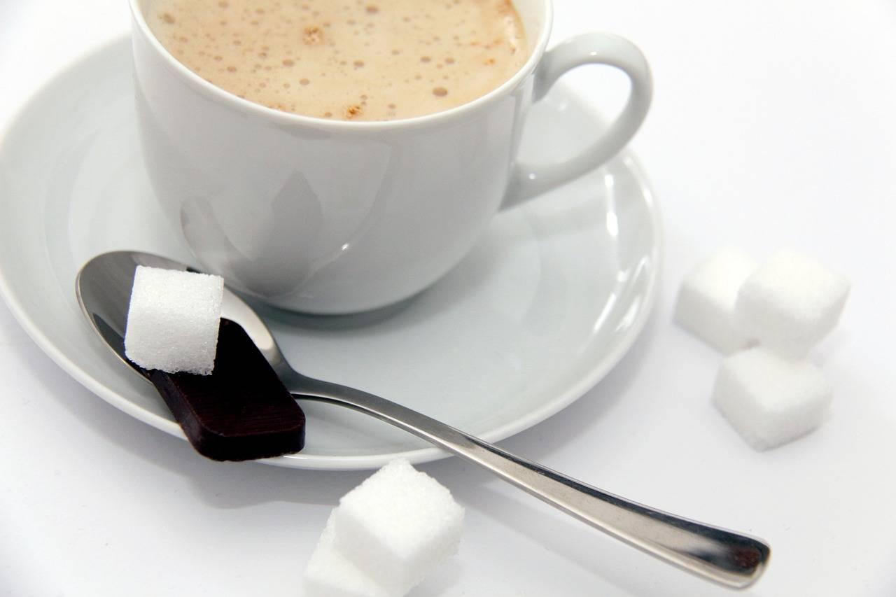 Что может быть от кофе? от кофе толстеют или худеют? можно ли пить кофе перед сном, сдачей анализов, причастием?