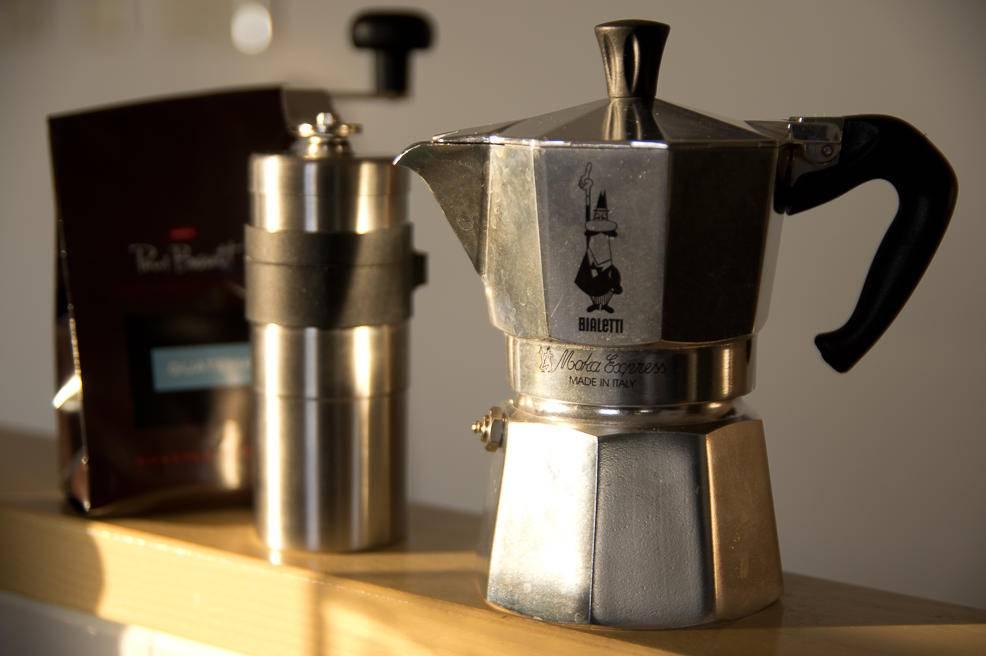 Как работает электрическая гейзерная кофеварка для дома
