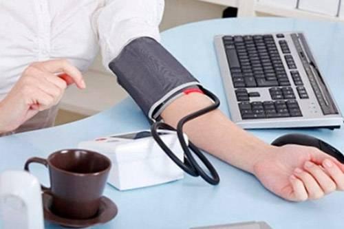 Можно ли пить кофе при высоком давлении гипертоникам: при гипертонии, снижает ли кофе давление