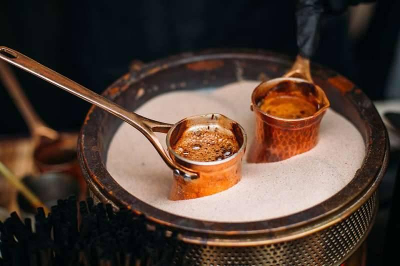 Кофе по-турецки: как правильно сварить в турке на песке, рецепты приготовления