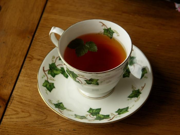 Чай из ежевики — польза и вред, рецепты с ягодами и листьями