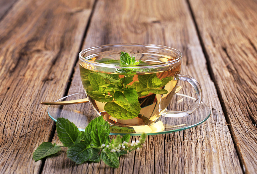 Чай с мелиссой: чем полезен, как заваривать и пить