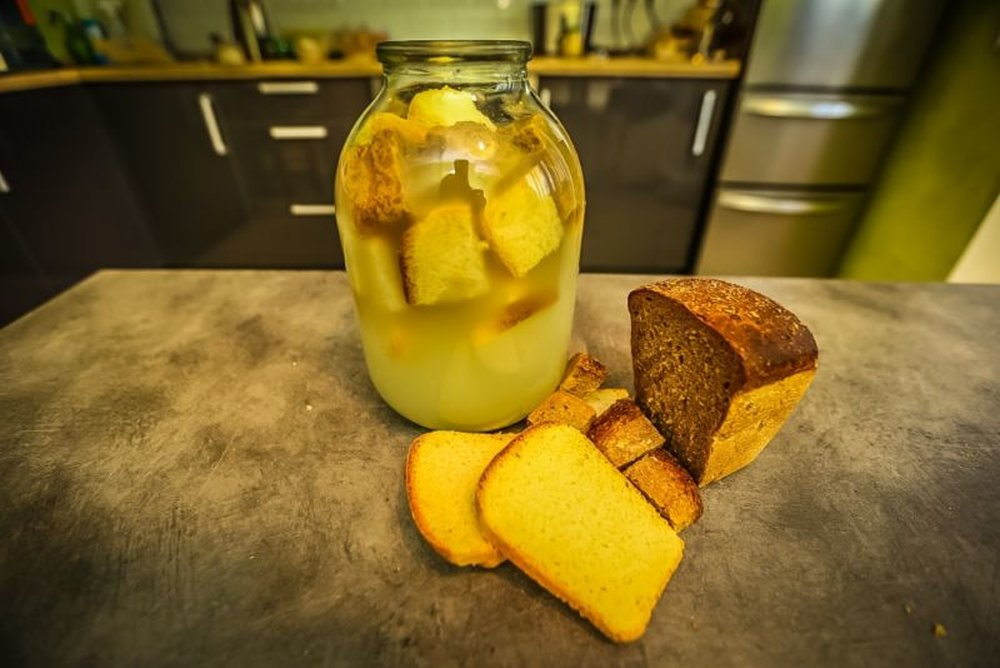 Квас из черного ржаного хлебав домашних условиях. рецепты хлебного кваса без дрожжей и с дрожжами
