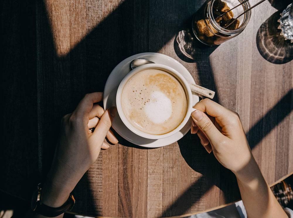 Чай на ночь: вредно, полезно или вообще никак?