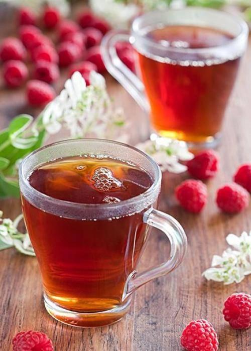 Можно ли пить чай с малиной при температуре: польза и вред