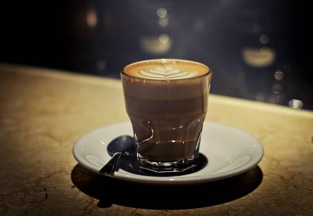 Как кофеин, алкоголь и тренировки влияют на сон - лайфхакер