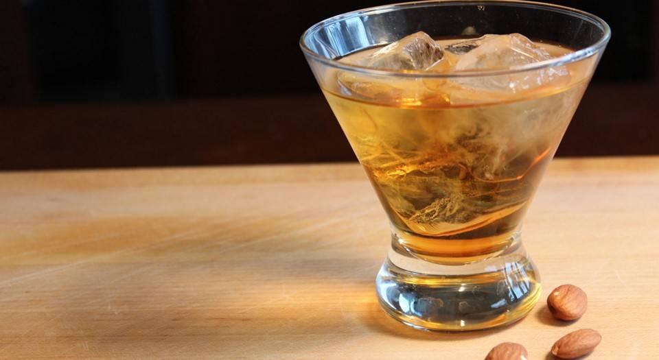 Амаретто– популярный алкогольный напиток из «лихих» 90-х у вас дома