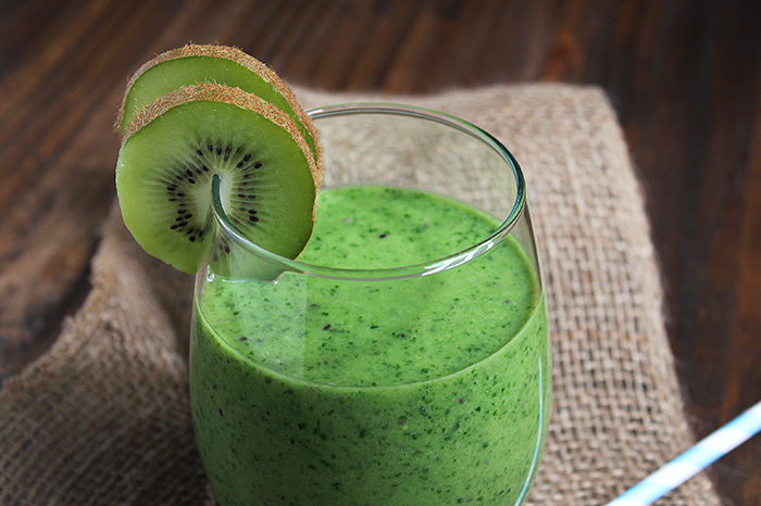 Готовим вкусные и полезные смузи из витаминного киви