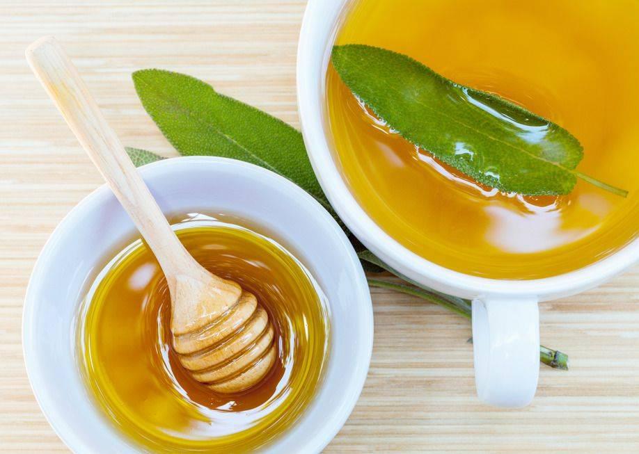 Мед в кипятке образует яды: какая температура плавления, полезно или нет