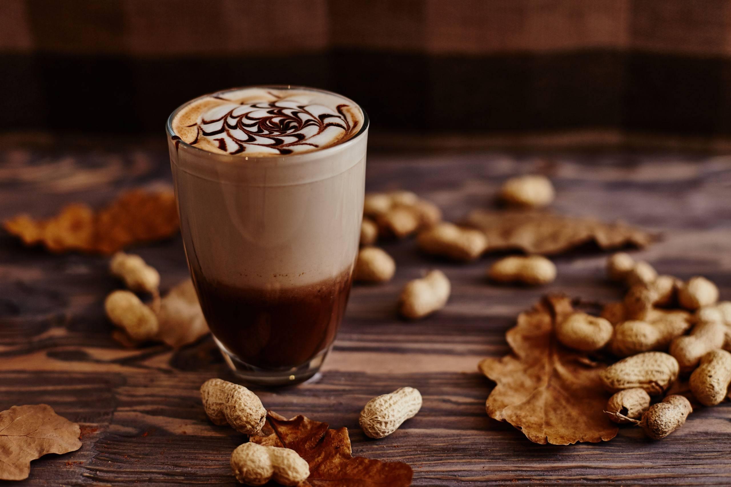 Кофе с кедровыми орешками и молоком: 3 рецепта приготовления