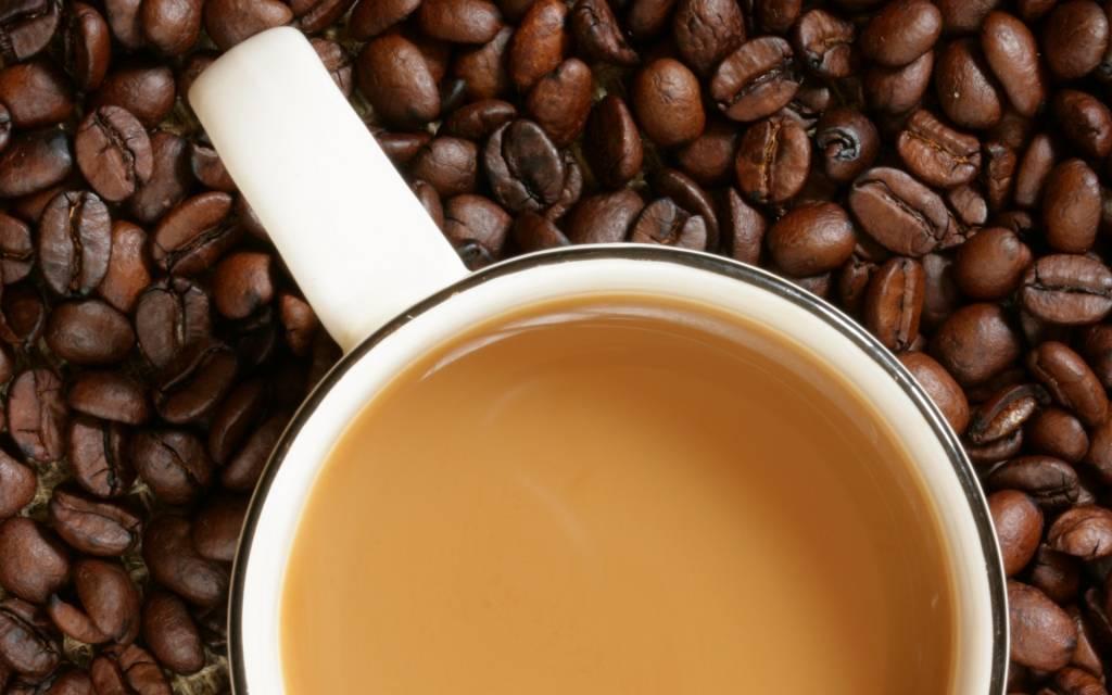 Кофе с молоком — польза или вред, кому нельзя его пить