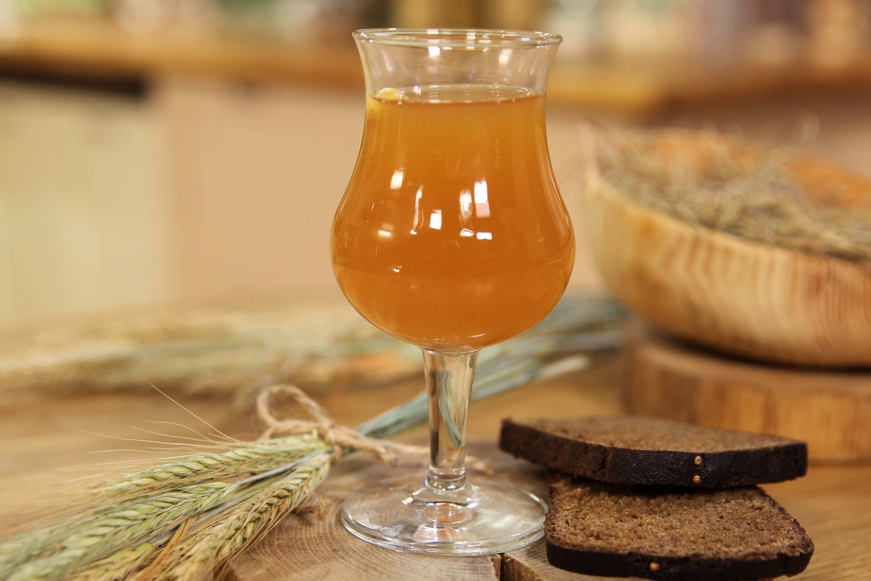 Вкусный хлебный квас с солодом. простой рецепт