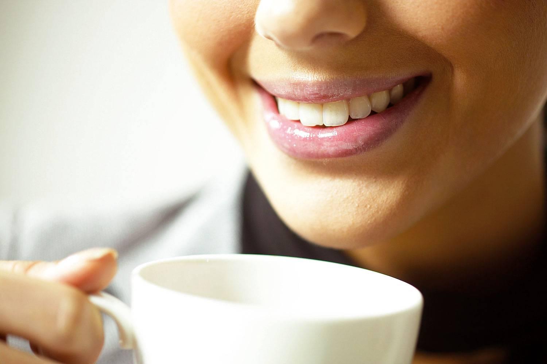 Пятна от кофе на зубах: как отбелить, как пить кофе, чтобы зубы не желтели? сколько нельзя пить кофе после чистки зубов?