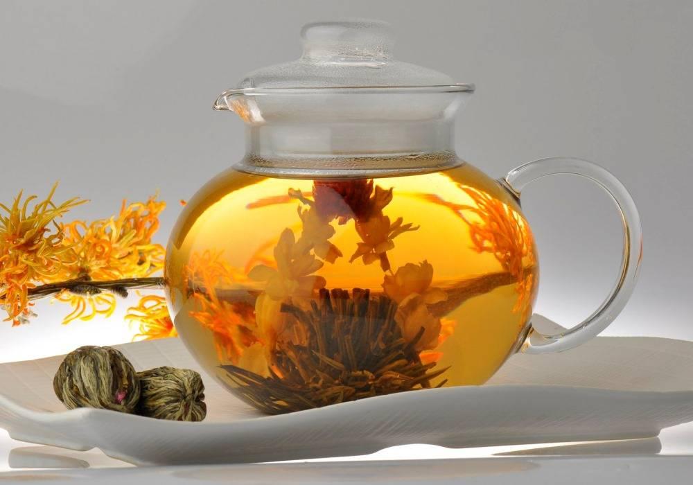 Связанные чаи — цветки и чайные листья