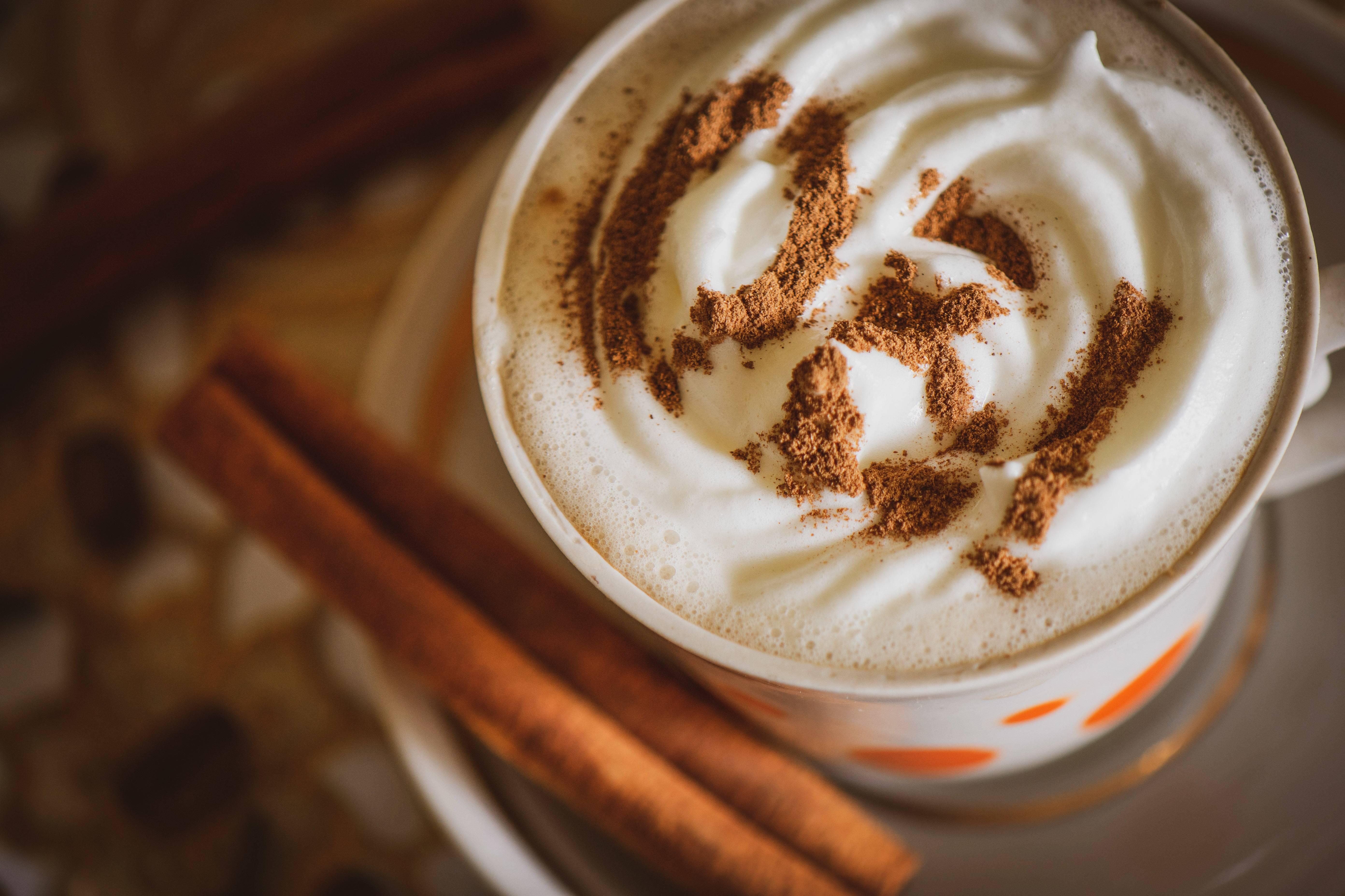 Кофе с корицей - в чем польза и как приготовить?