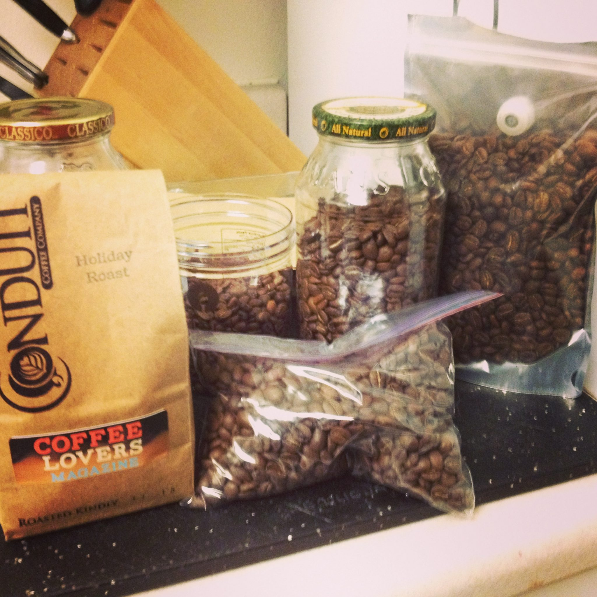 Как хранить кофе в зернах в домашних условиях: советы и правила