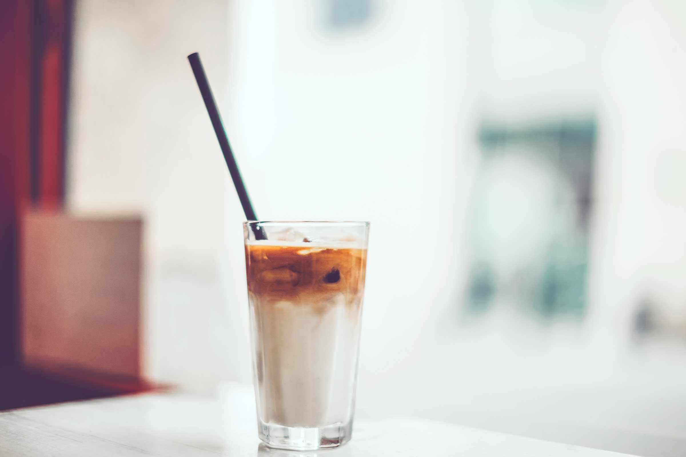 Можно ли после отбеливания зубов пить кофе с молоком?
