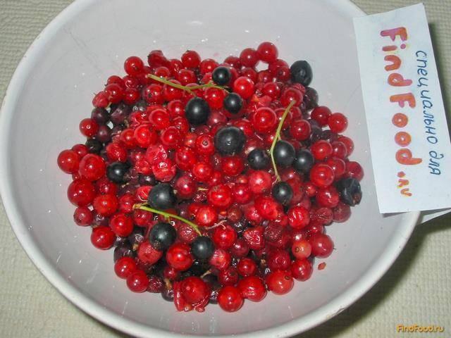 Морс из замороженных ягод клубники и красной смородины