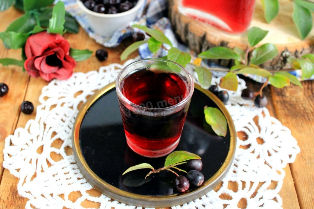Свойства чая с черноплодной рябиной и рецепты приготовления