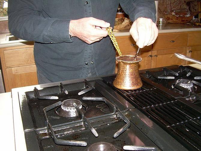 Варим кофе в турке на газовой плите, как сделать это правильно