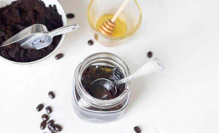 Скрабы из меда и соли с кофе: чем они полезны и вредны. как приготовить скрабы с кофе, медом и солью для красоты тела и лица