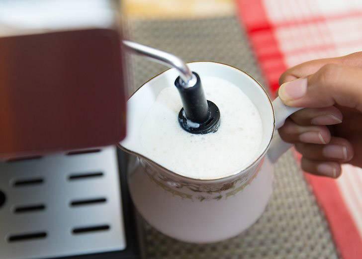 Как взбить молоко в пену для капучино без специальных средств