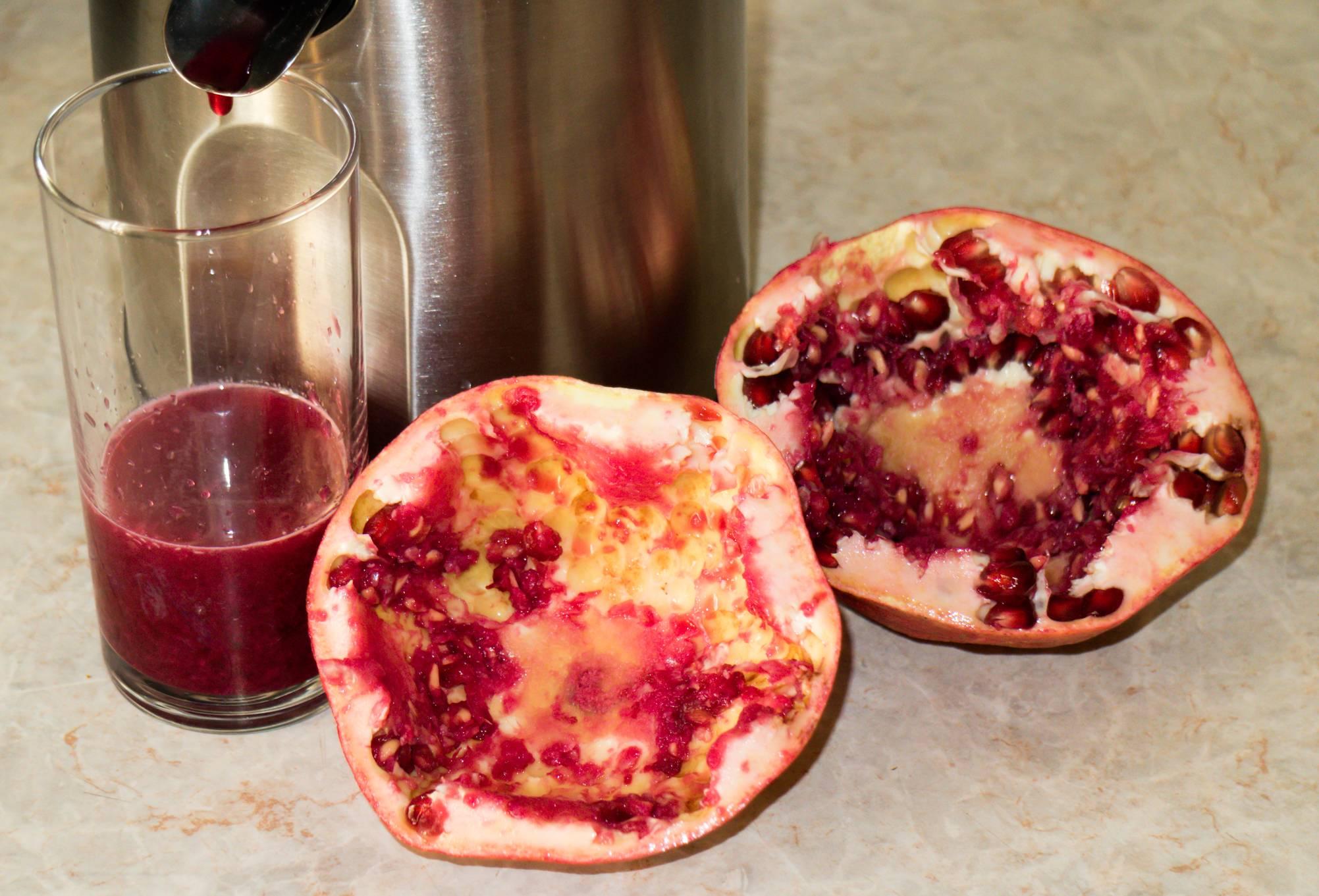 Как выжать (выдавить) сок из граната: в соковыжималке и без, вручную, срок хранения