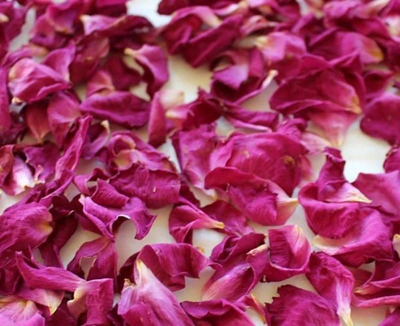 Чай из лепестков роз с нежным приятным ароматом