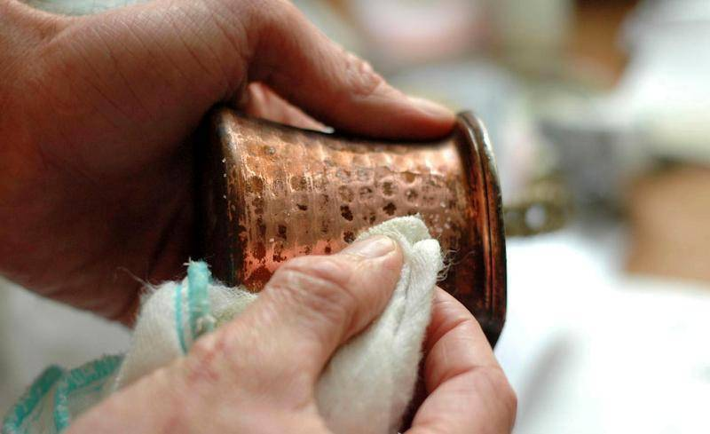 Как почистить медную турку в домашних условиях: сухая чистка и кислоты
