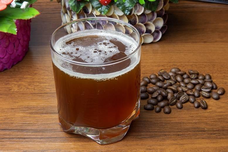 Кофейный, ягодный, фруктовый квас без хлеба: 9 домашних рецептов