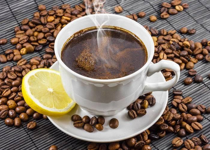 Как приготовить кофе с лимоном: 2 рецепта, польза и вред