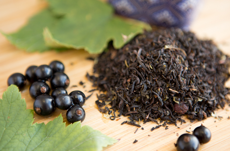 Чай из листьев смородины — польза и вред, заготовка на зиму