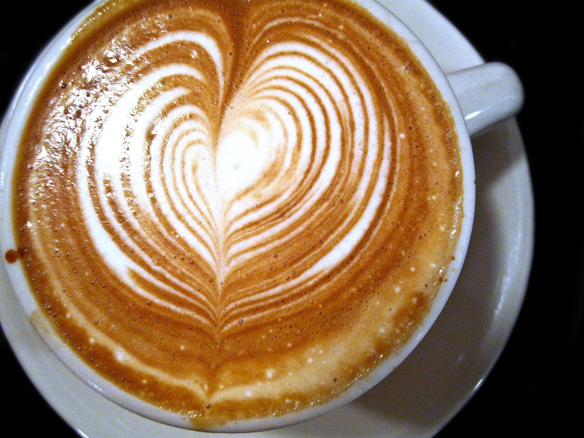Как научиться красиво рисовать на кофе – искусство латте-арт