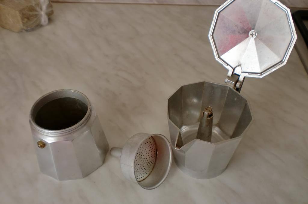 Как пользоваться электрической и простой кофеваркой гейзерного типа