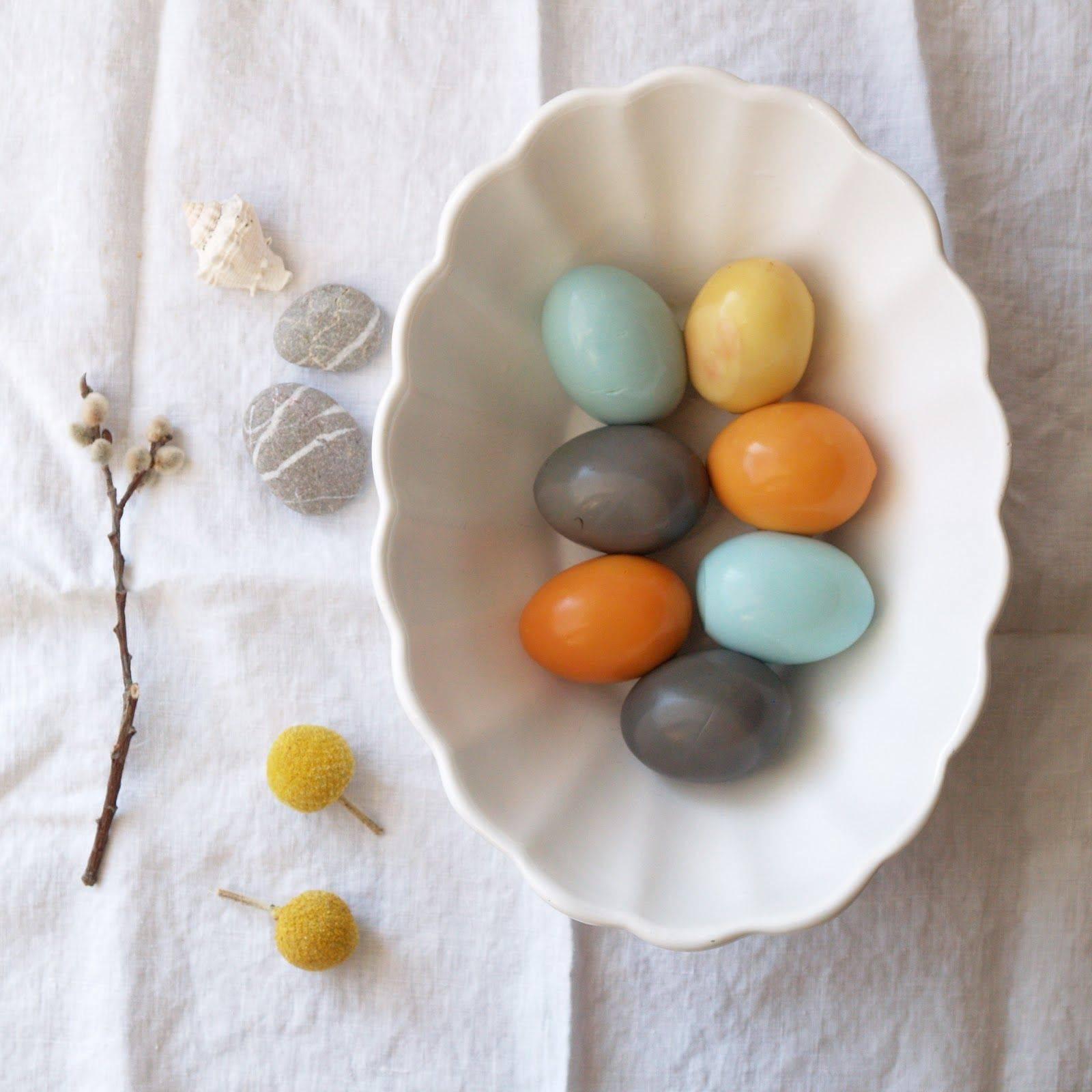 Как покрасить яйца чаем или кофе | utro.tv