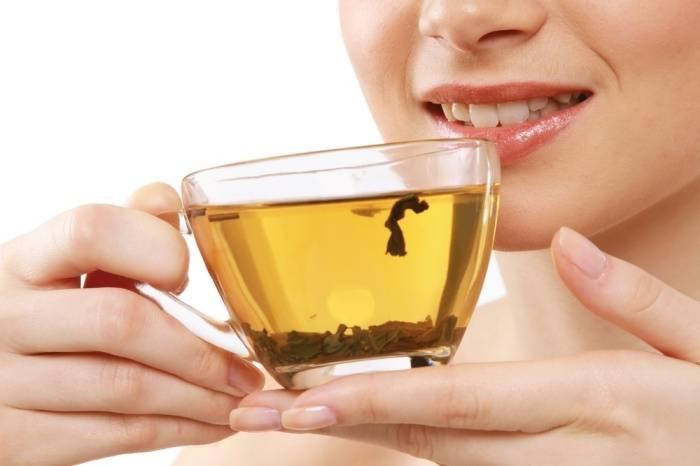 Почему в жару пьют горячий чай, как он помогает летом