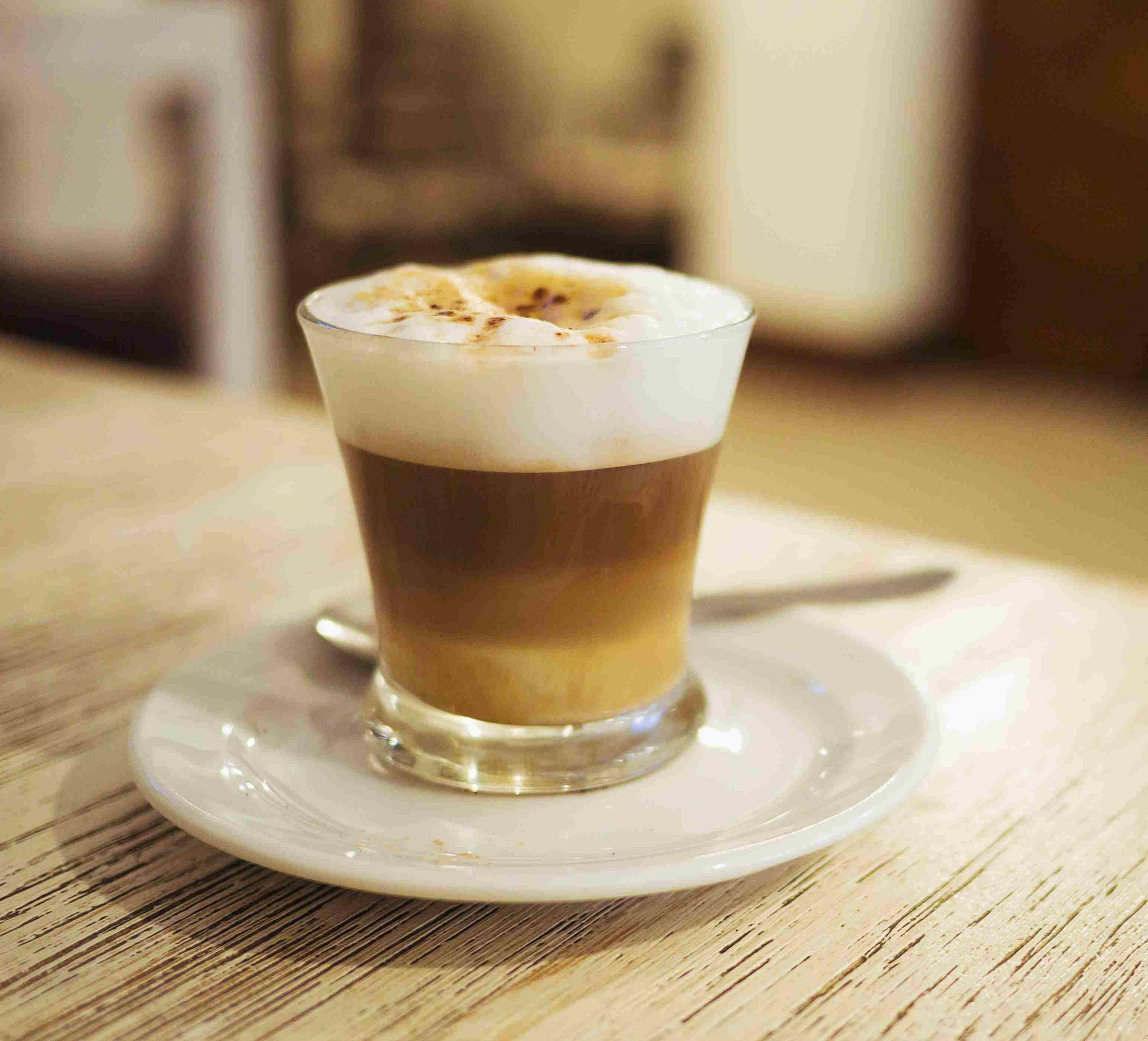 Кофе кортадо: что это такое, рецепты с топлёным молоком