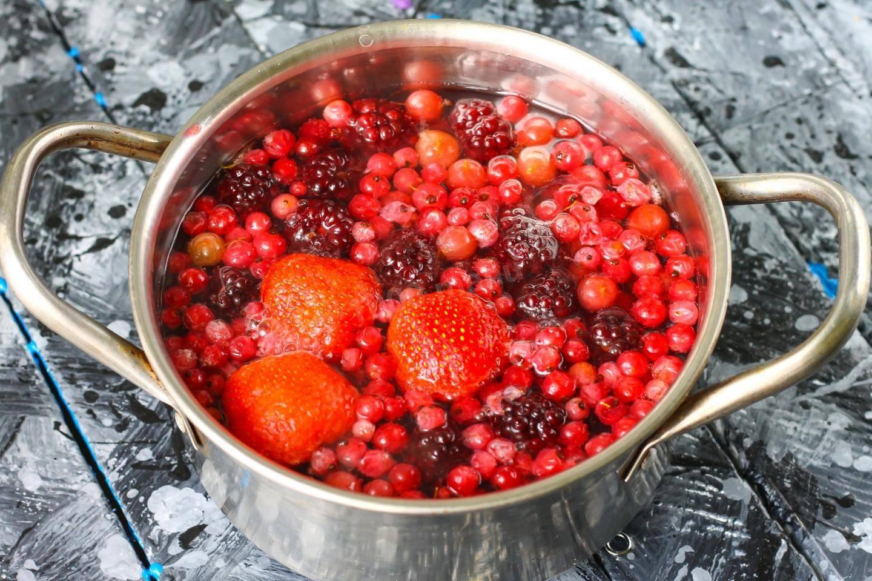 Как приготовить полезный морс из свежих или замороженных ягод