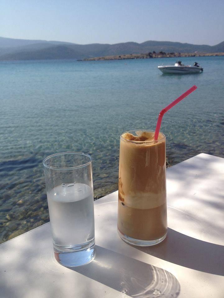 Греческий кофе традиционный и напиток фраппе