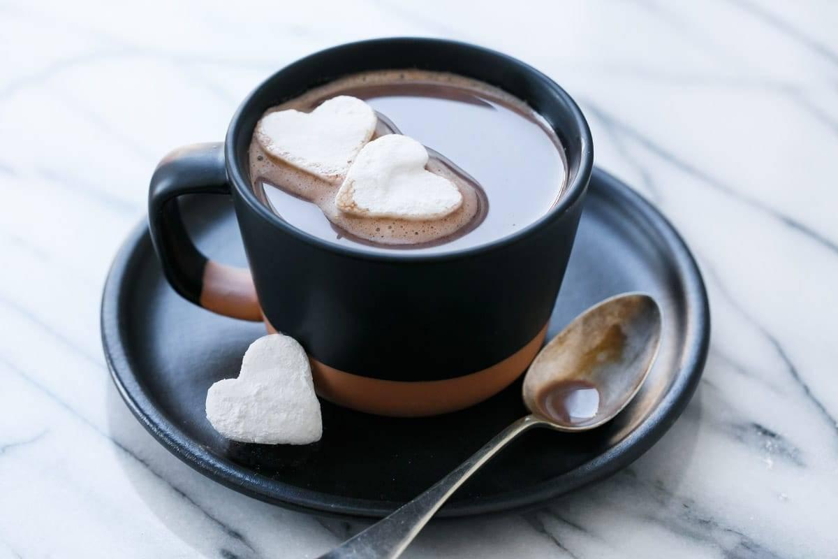 Горячий шоколад из разных стран мира - пять рецептов!: горячий шоколад по-бразильски, по-французски, по-ирландски и т. д.